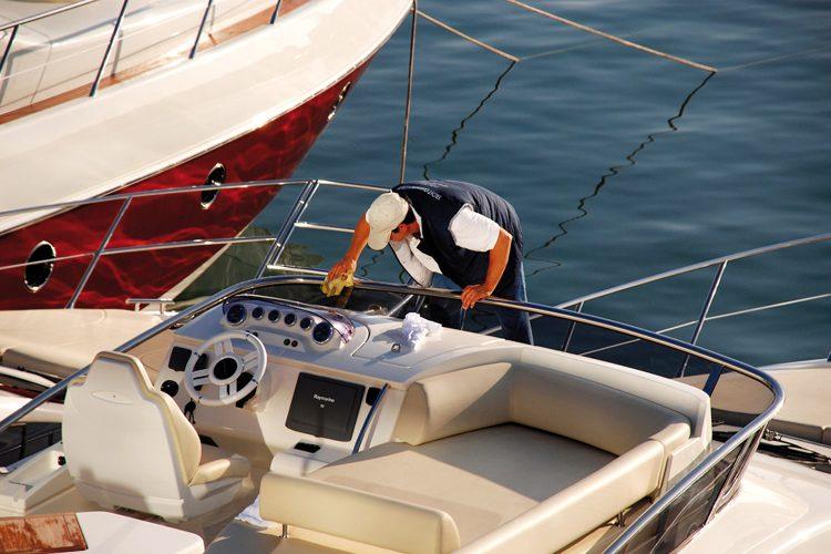 Limpieza de embarcaciones.