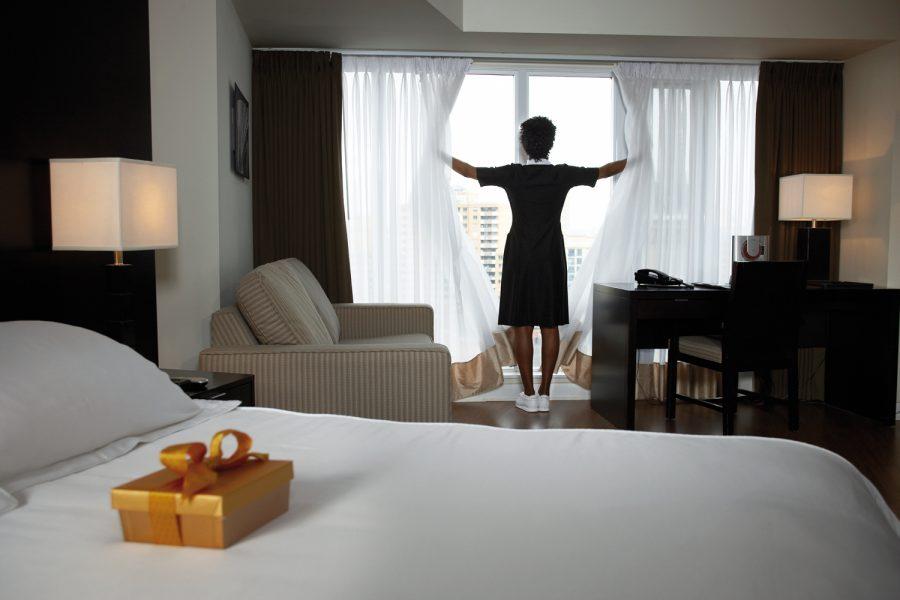 camarera de piso habitaciones de hotel