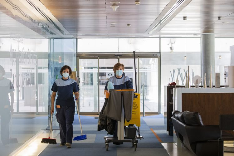 Limpiadoras, oficinas, ISS