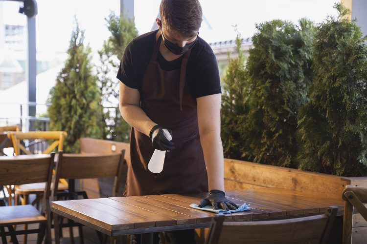 biocidas, desinfectante, horeca, restaurante, limpieza, camarero