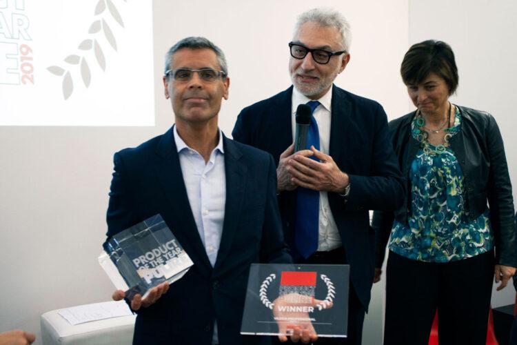 "Ganador del premio ""Product of the Year ISSA PULIRE 2021"""